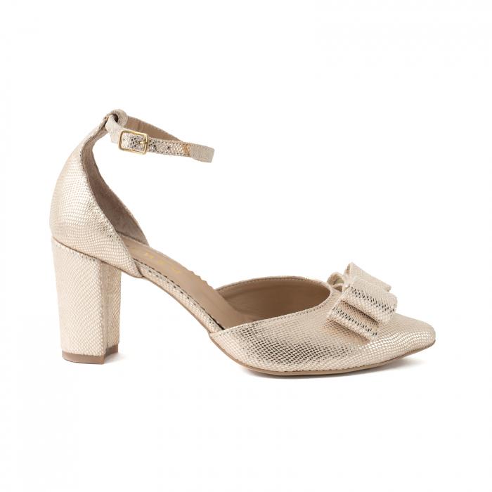 Pantofi cu decupaj si bareta la calcai, accesorizati cu funda dubla, din piele texturata aurie [0]