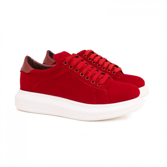 Pantofi cu talpă groasă, realizati din catifea rosie si piele naturala rosie. 1