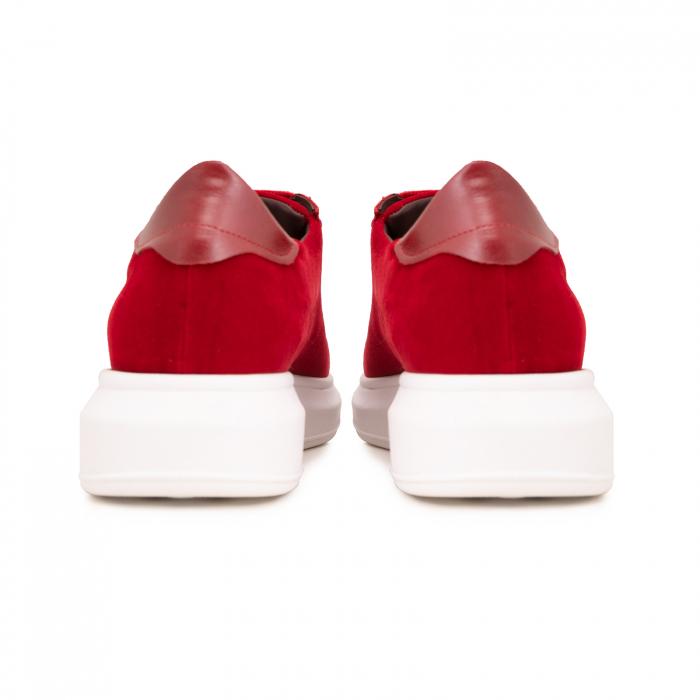 Pantofi cu talpă groasă, realizati din catifea rosie si piele naturala rosie. 4
