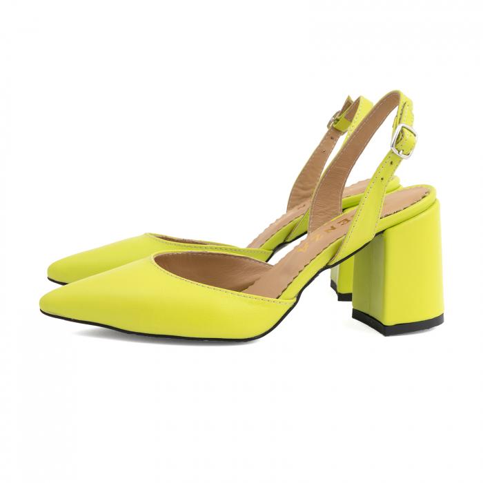 Pantofi cu varf ascutit decupati, cu bareta peste calcai, din piele naturala verde neon 1