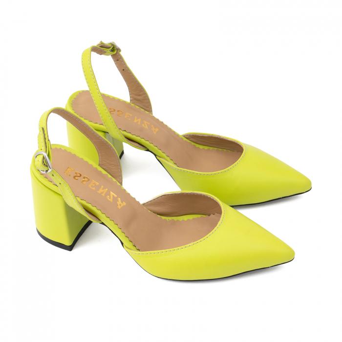 Pantofi cu varf ascutit decupati, cu bareta peste calcai, din piele naturala verde neon 2