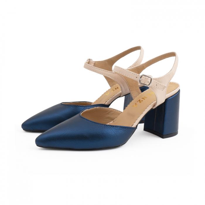 Pantofi cu varf ascutit decupati, cu bareta peste calcai, din piele nude rose si albastru laminat 1