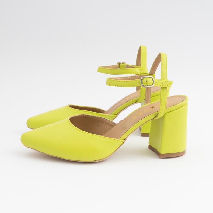 Pantofi cu varf ascutit decupati, cu barete peste calcai, din piele naturala verde neon. 2
