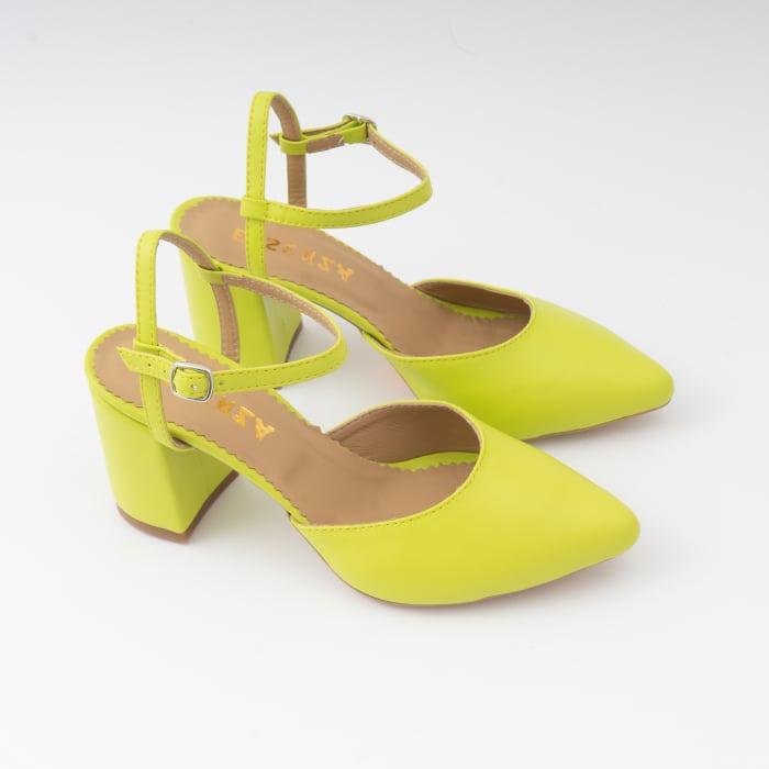 Pantofi cu varf ascutit decupati, cu barete peste calcai, din piele naturala verde neon. 3