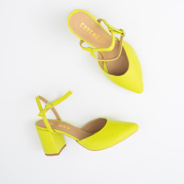 Pantofi cu varf ascutit decupati, cu barete peste calcai, din piele naturala verde neon. [1]