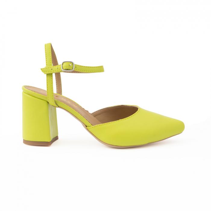 Pantofi cu varf ascutit decupati, cu barete peste calcai, din piele naturala verde neon. [0]