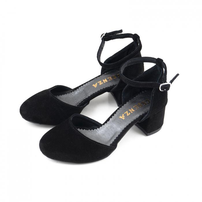 Pantofi cu varf rotund, cu decupaj si bareta la calcai, din piele intoarsa neagra 1