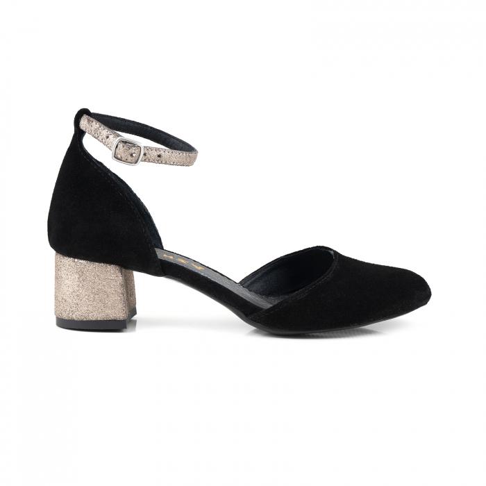 Pantofi cu varf rotund, cu decupaj si bareta la calcai, din piele intoarsa neagra si piele auriu glitter. 0