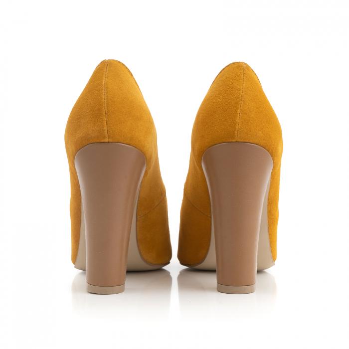 Pantofi cu varf semiascutit, din piele intoarsa galbena si piele maron camel 2