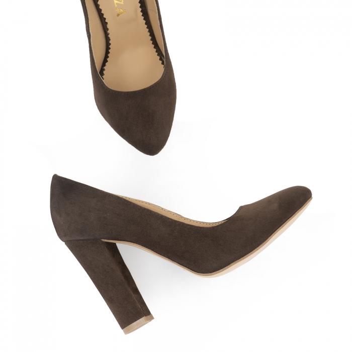 Pantofi cu varf semiascutit, din piele intoarsa maron 1