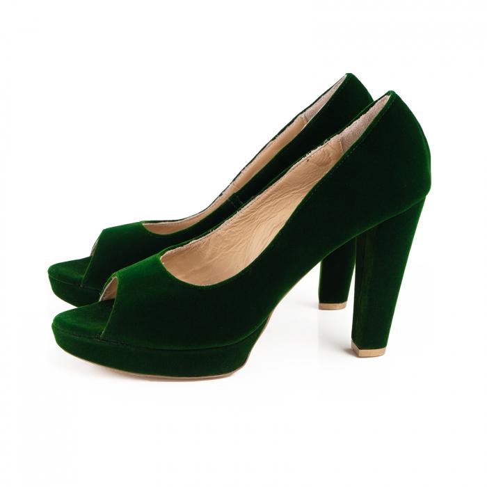 Pantofi decupaj  la varf, din catifea verde, cu toc gros si platforma [1]