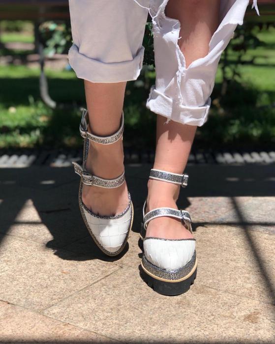 Pantofi decupati, din piele naturala cu textura tip croco si piele texturata in nuante de negru si argintiu [3]