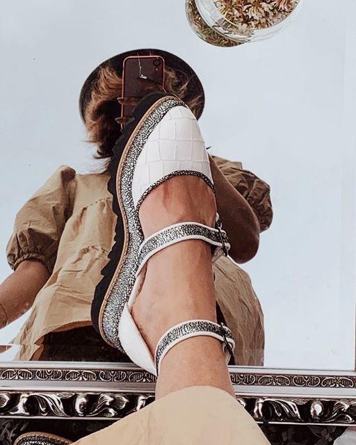 Pantofi decupati, din piele naturala cu textura tip croco si piele texturata in nuante de negru si argintiu [4]