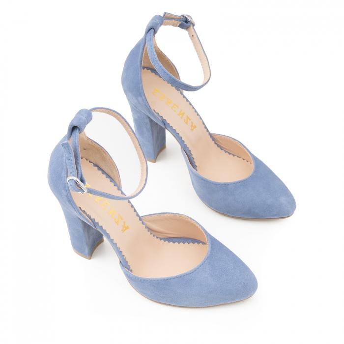 Pantofi din piele intoarsa albastru deschis, cu varf semi-ascutit si decupaj interior si exterior [1]
