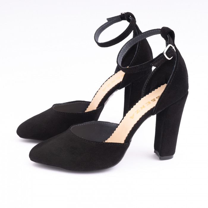 Pantofi din piele intoarsa neagra, cu varf semi-ascutit si decupaj interior si exterior. 1