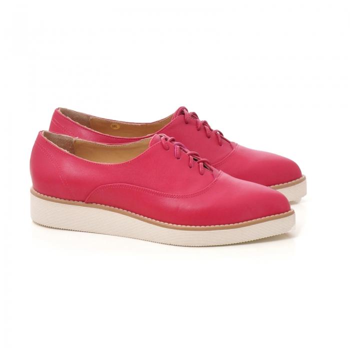 Pantofi oxford, cu varf ascutit, din piele ciclam. [1]