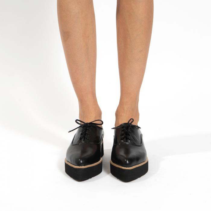 Pantofi oxford, cu varf ascutit, din piele naturala neagra. 2