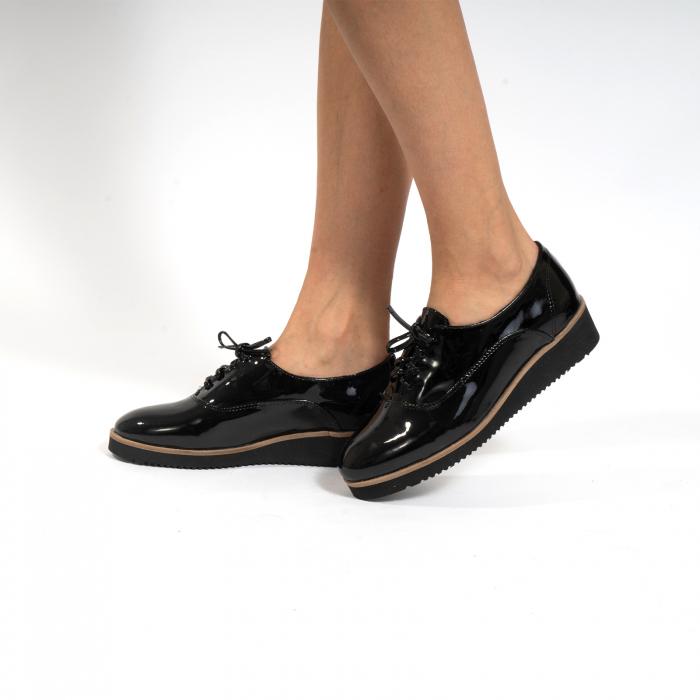 Pantofi oxford, cu varf rotunjit, din piele naturala lacita, neagra 0