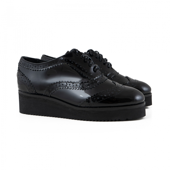 Pantofi oxford, din piele lacuita neagra 1