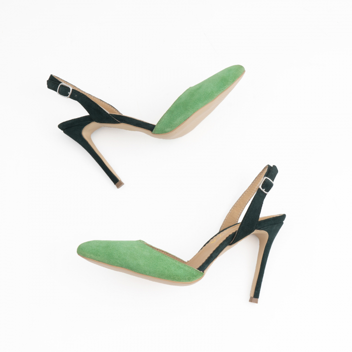 Pantofi stiletto decupati cu bareta de sustinere la calcai. Realizati dinpiele intoarsa verde deschis si verde inchis. [3]