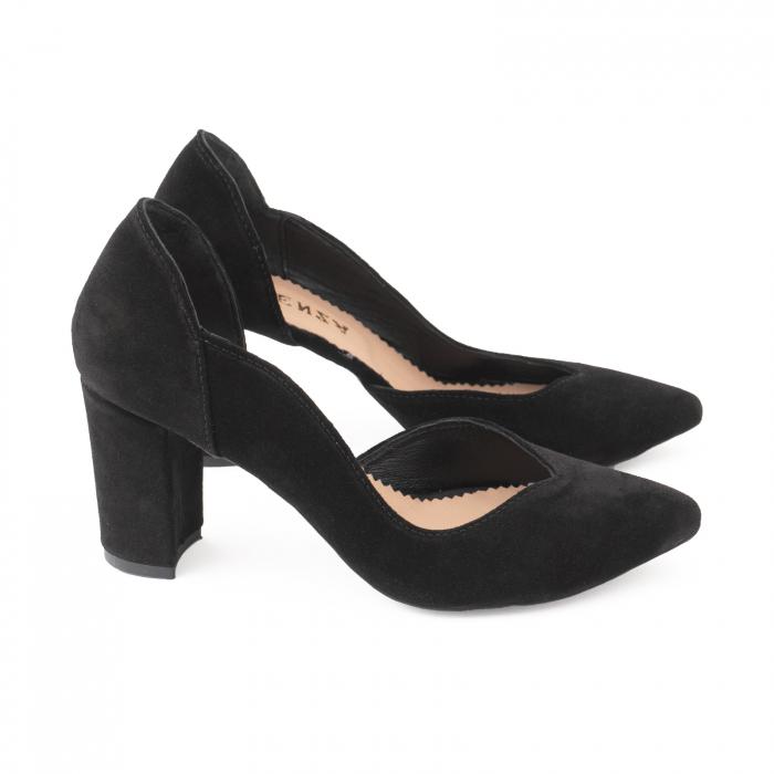 Pantofi stiletto din piele intoarsa neagra, cu decupaj interiorintr-o linie eleganta 2