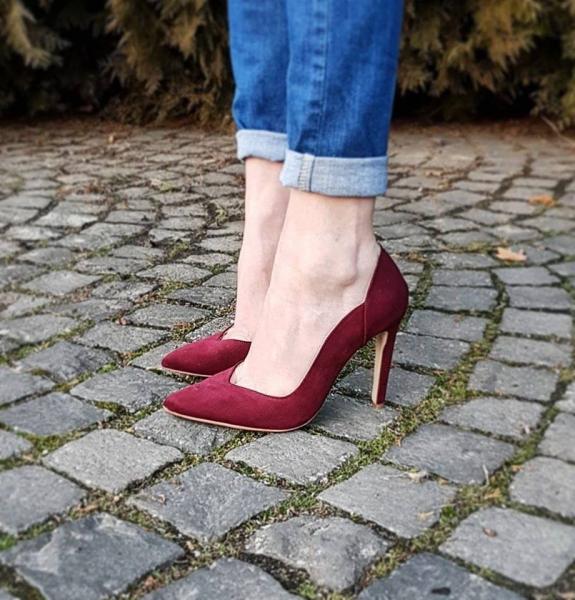Pantofi stiletto din piele intoarsa visinie 0