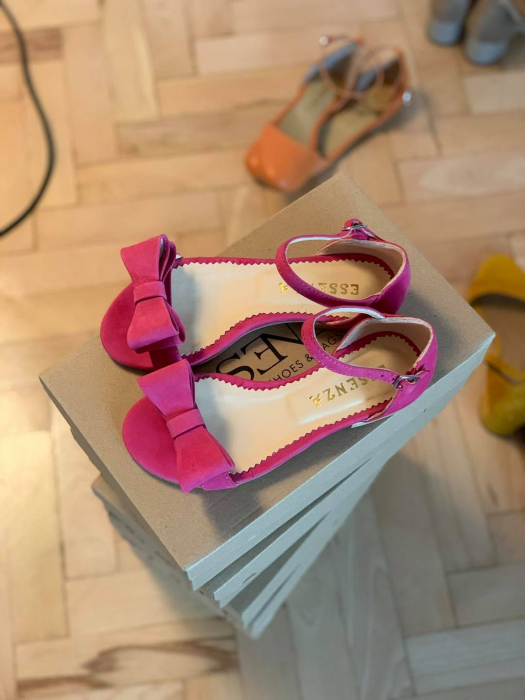 Sandale cu fundite, din piele nabuc roz intens. 0