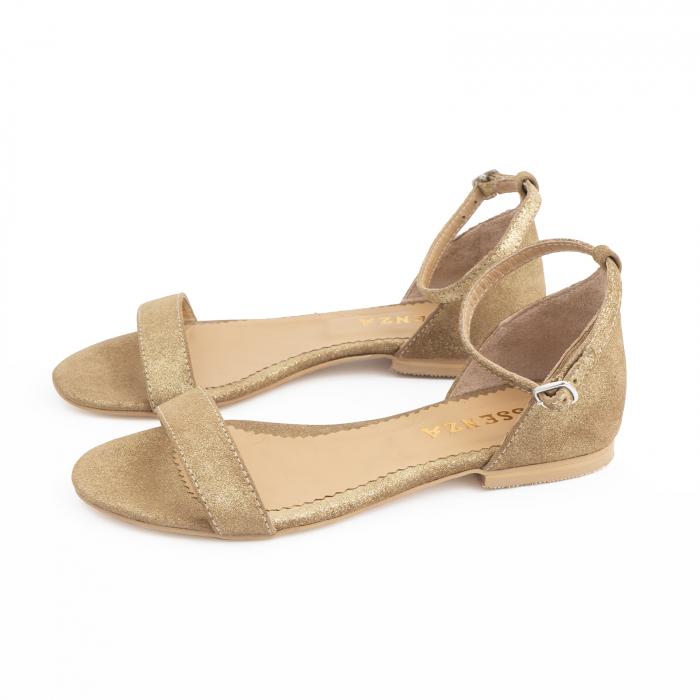 Sandale cu talpa joasa, din piele glitter aurie. 1