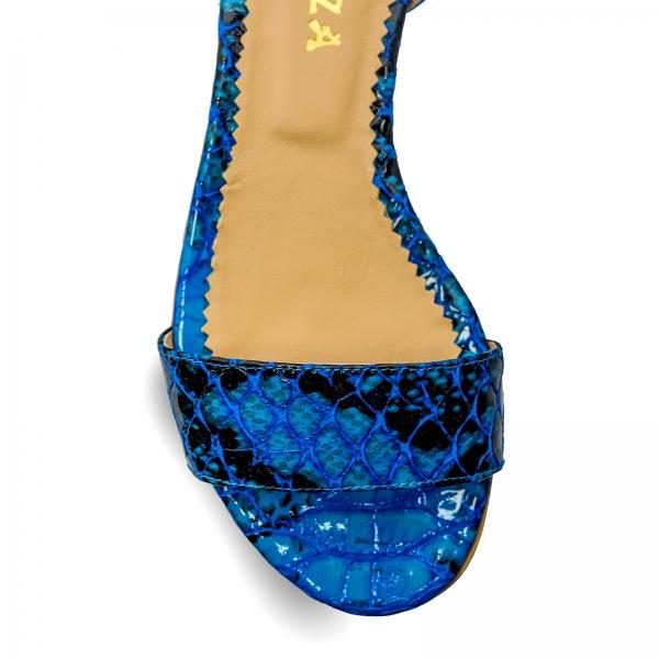 Sandale cu talpa joasa, din piele lacuita in nuante de albastru cu textura de piele de sarpe 3