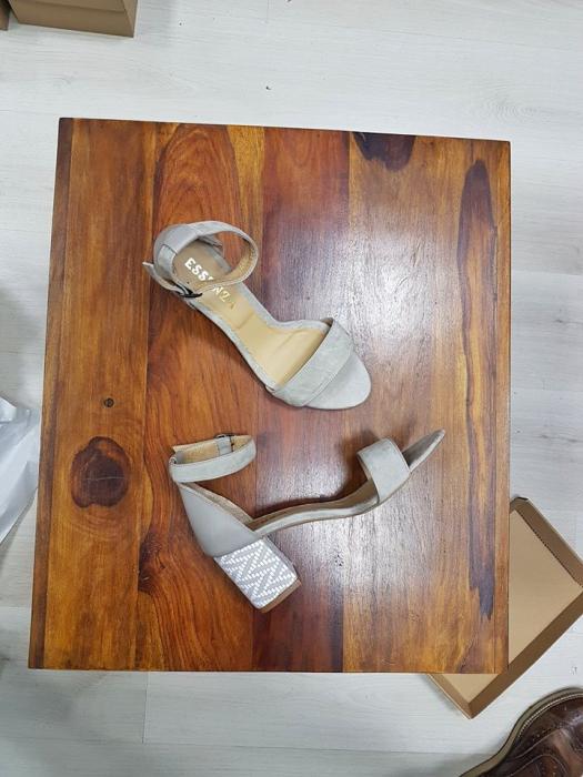 Sandale cu toc gros, din piele normala si piele intoarsa in nuante de gri, grej si alb 0