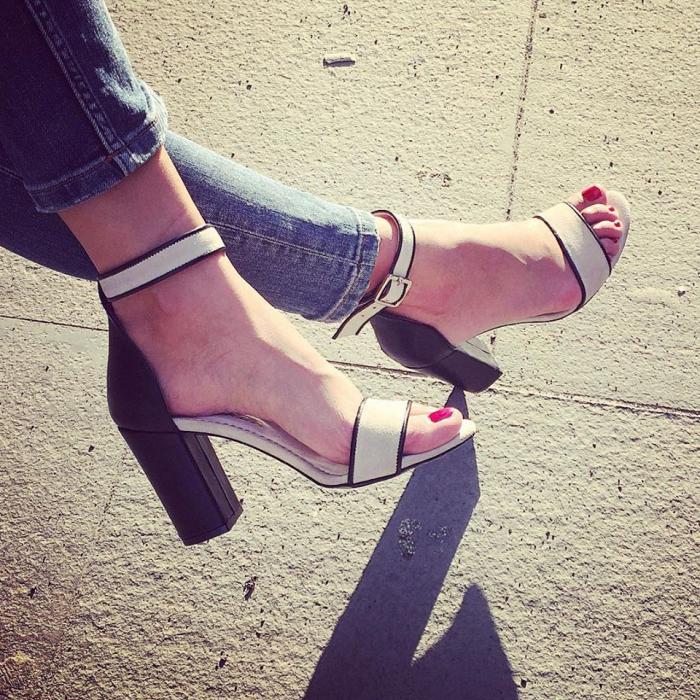 Sandale cu toc gros negru si bejÎnapoiÎnchideAnteriorulUrmătorul 4