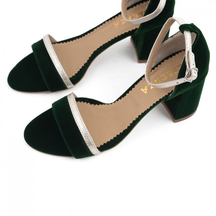 Sandale cu toc patrat, din piele laminata argintie si catifea verde 3