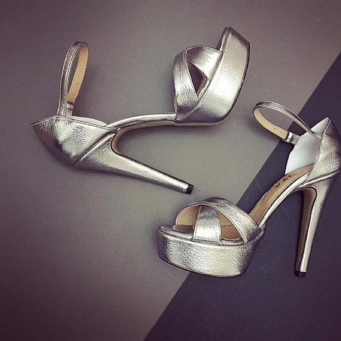 Sandale din piele argintiu platina cu brantul acoperit integral cu burete pentru un confort sporit 0
