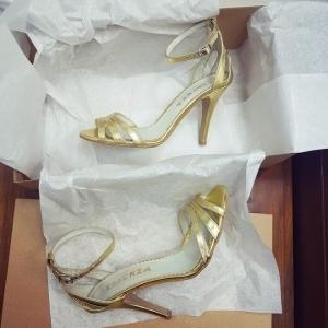 Sandale din piele aurie 4
