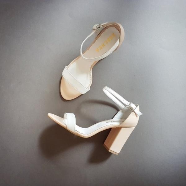 Sandale din piele bej si alba, cu toc gros [3]