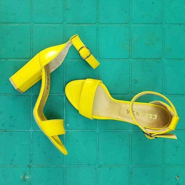 Sandale din piele galbena cu toc gros 0