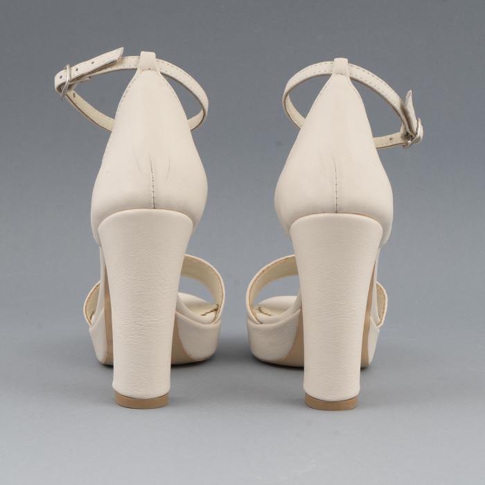 Sandale din piele naturala alb-unt, cu bareta deasupra gleznei, si toc gros 4