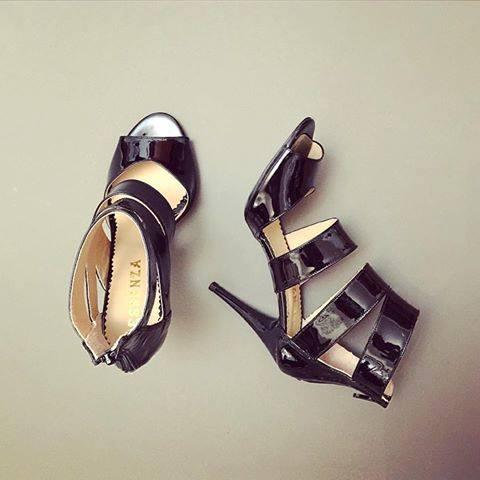 Sandale din piele neagra lacuita 0