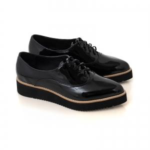 Pantofi oxford cu varf ascutit, din piele lacuita neagra1