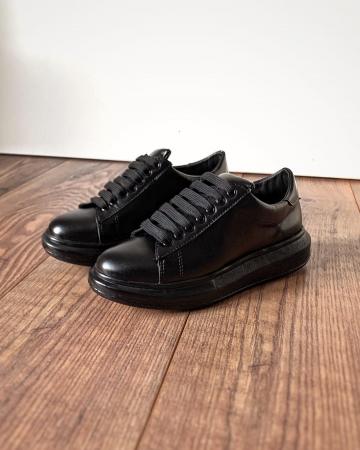 Pantofi cu talpă groasă realizati din piele naturala neagra1