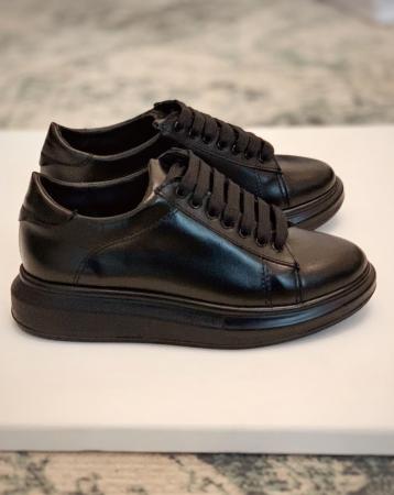 Pantofi cu talpă groasă realizati din piele naturala neagra0