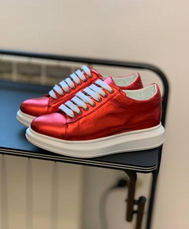 Pantofi cu talpă groasă realizati din piele naturala rosu metalizat1