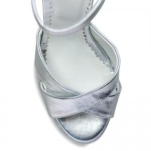 Sandale cu platforma, din piele laminata argintie3