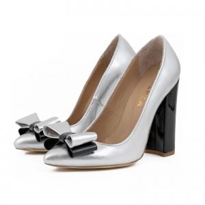 Pantofi Stiletto cu funda, din piele lacuita neagra si argintie1