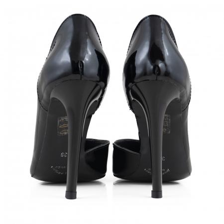 Pantofi stiletto din piele naturalaneagra,cu decupaj interior si exterior intr-o linie eleganta3