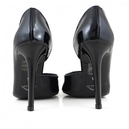 Pantofi stiletto, cu decupaj interior, din piele lacuita neagra3