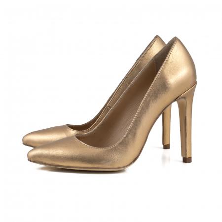 Pantofi Stiletto din piele laminata aurie1