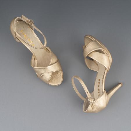 Sandale cu platforma, din piele laminata aurie3