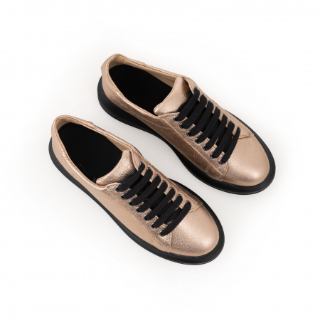Pantofi cu talpă neagra groasă, realizati din piele naturala aurie4