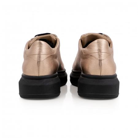 Pantofi cu talpă neagra groasă, realizati din piele naturala aurie5